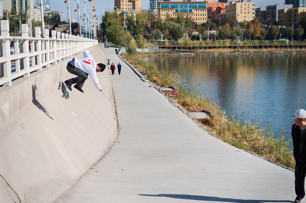 Vladik_Scholz_BS_Kickflip_Kashgar_CHINA_2014_OMEALLY